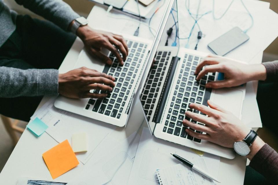 Zapytanie ofertowe w ramach procedury zasady konkurencyjności na przeprowadzenie kursu podnoszącego kompetencje zawodowe – Specjalista ds. kadr i płac